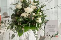 Floral design in green and white for wedding